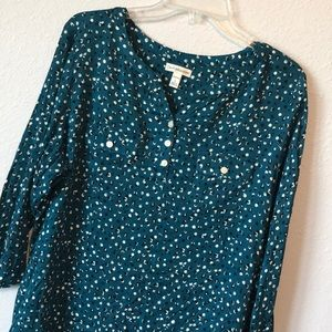 Like new light 3/4 sleeve blouse